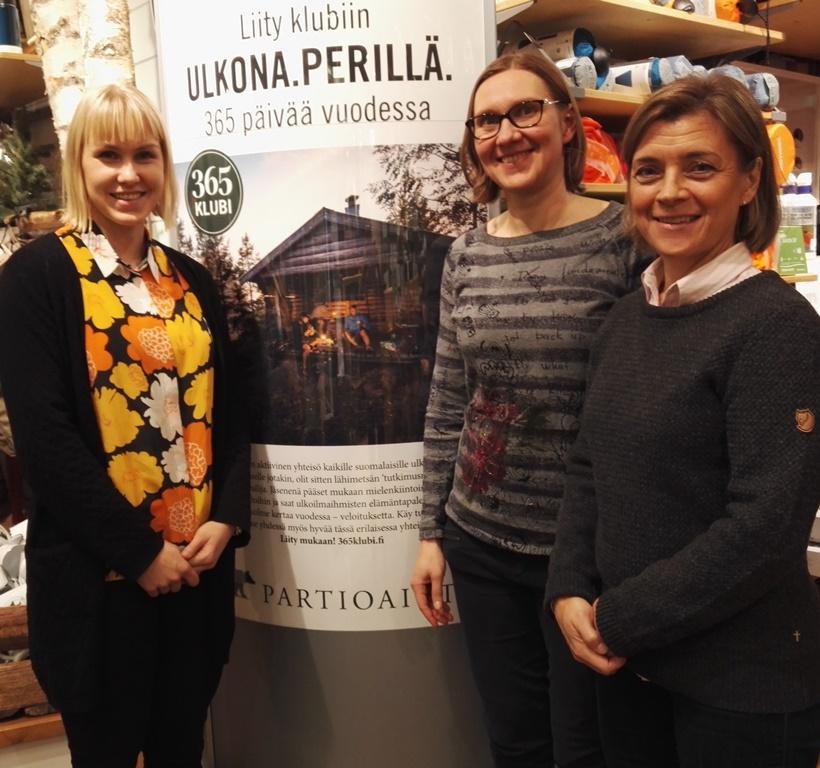 Kuvassa (vas.) Ikäinstituutin suunnittelijat Eveliina Hovinen ja Heli Starck sekä Partioaitan toimitusjohtaja Nina Ehrnrooth.