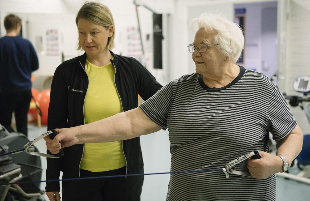Kuntosaliharjoittelu on ikäihmiselle tehokas ja turvallinen vaihtoehto. Kuva: Ossi Gustafsson.